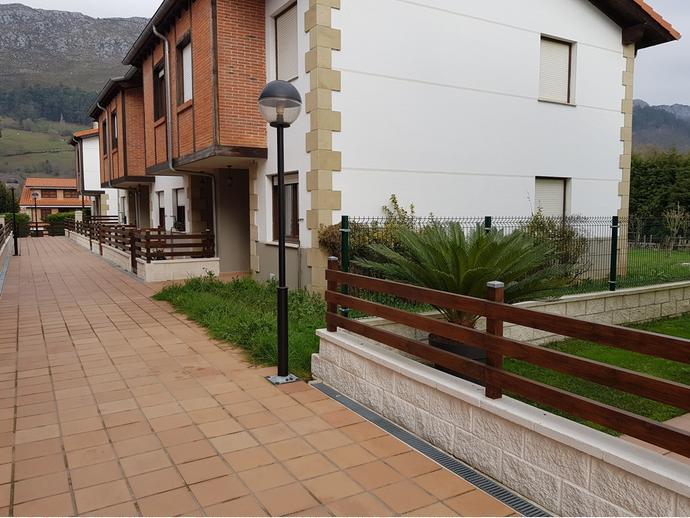 Foto 2 de Casa adosada en Calle Sovilla 41 / San Felices de Buelna