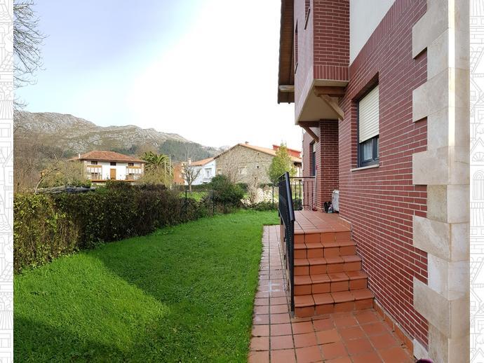 Foto 1 de Casa adosada en Calle Llano 51 / San Felices de Buelna