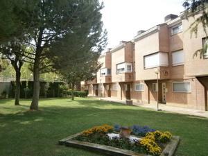 Casa adosada en Venta en Ruiseñores / Universidad