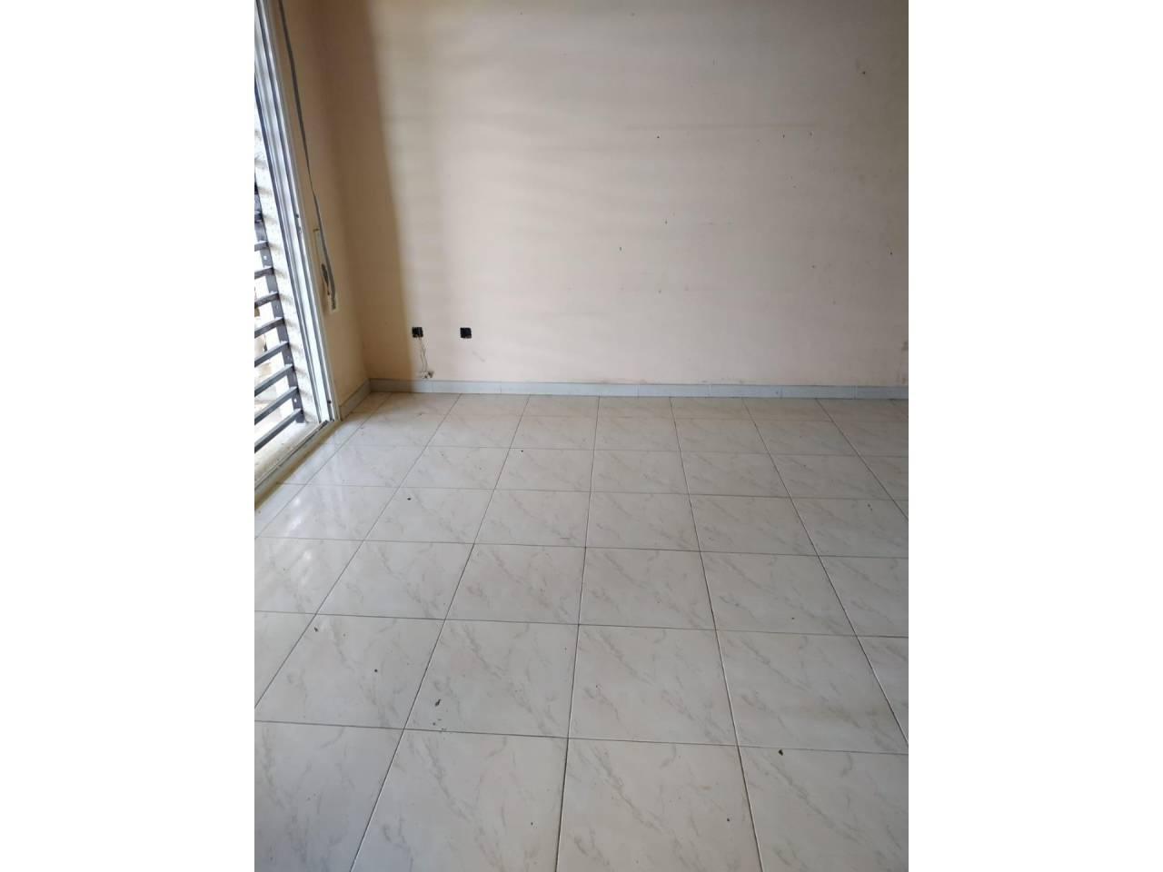 Appartement  Calle paisos catalans, 63. Piso tipo planta baja de 107 m2 distribuido en salón-comedor, co