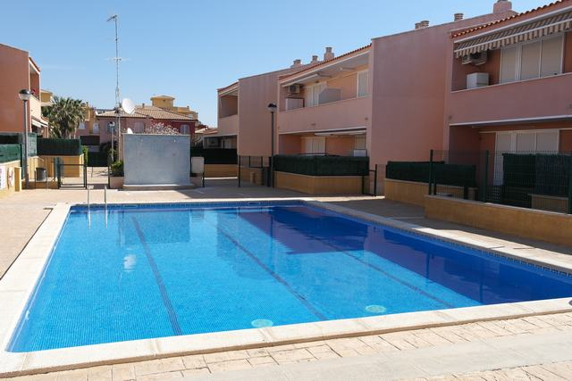 Alquiler de Temporada Piso  Calle angel guimera, 5. Lindo apartamento con piscina y a solo 600 metros de la playa.