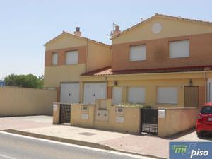 Casa adosada en Venta en Villabañez / Renedo de Esgueva