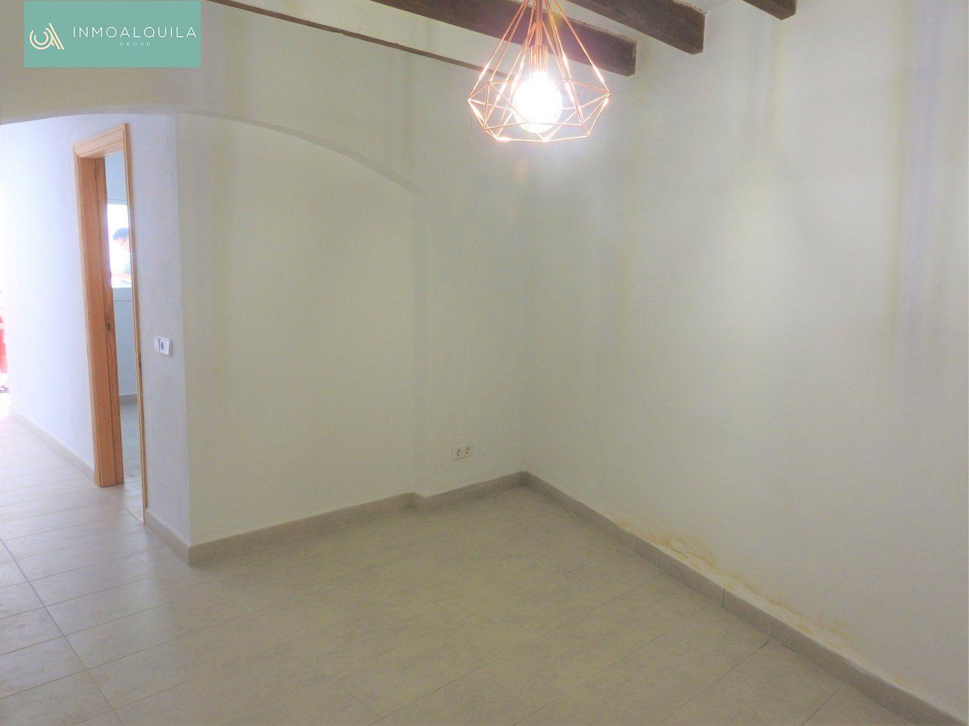Alquiler Piso  Muro ,centro. Se alquila planta baja de una habitación. 60m2. 1hab. 1baño,  pa