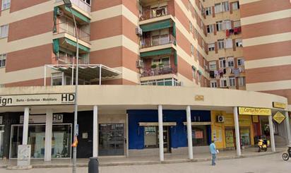 Locales en venta con piscina en España