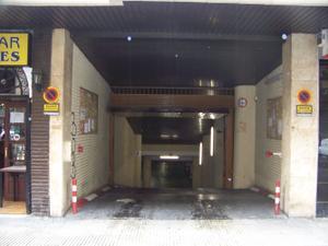 Garaje en Venta en Luis Vives / Universidad