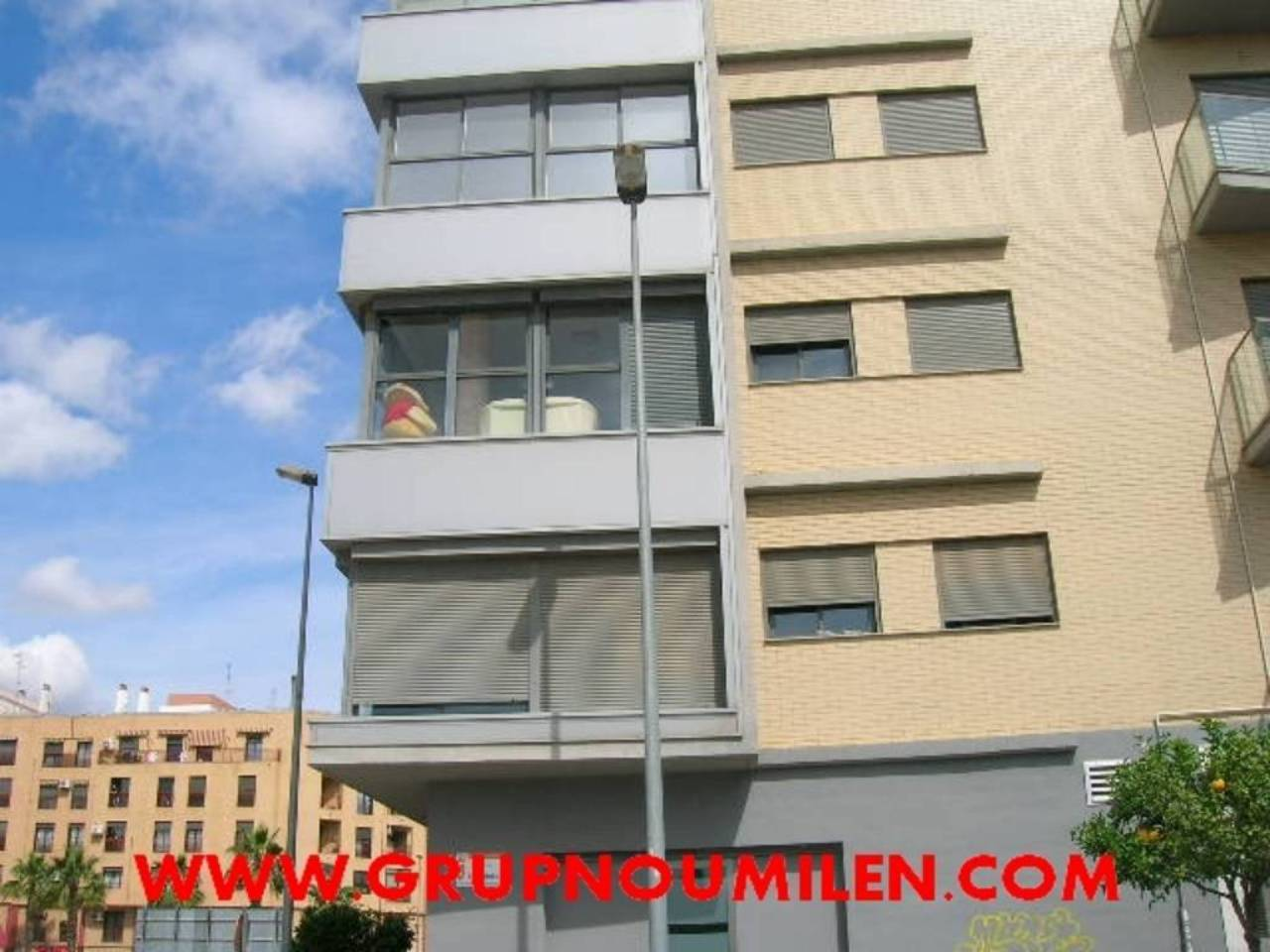 Lloguer Aparcament cotxe  Parc central. Superf. 15 m², 15 plazas, ascensor, varia disponibles, finca de