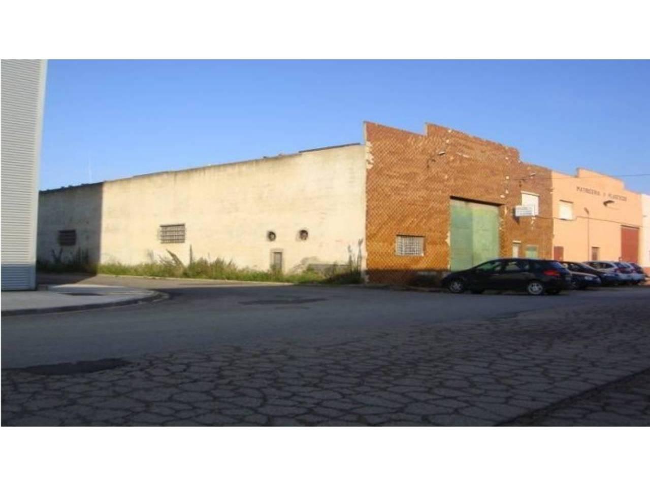Nave industrial  Albal. Superf. 862 m², 862 m² solar,  2 , trastero, garaje, estado cert