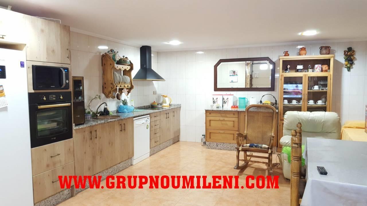 Casa  Para entrar. Superf. 253 m², 100 m² solar,  4 habitaciones (4 dobles),  3 bañ