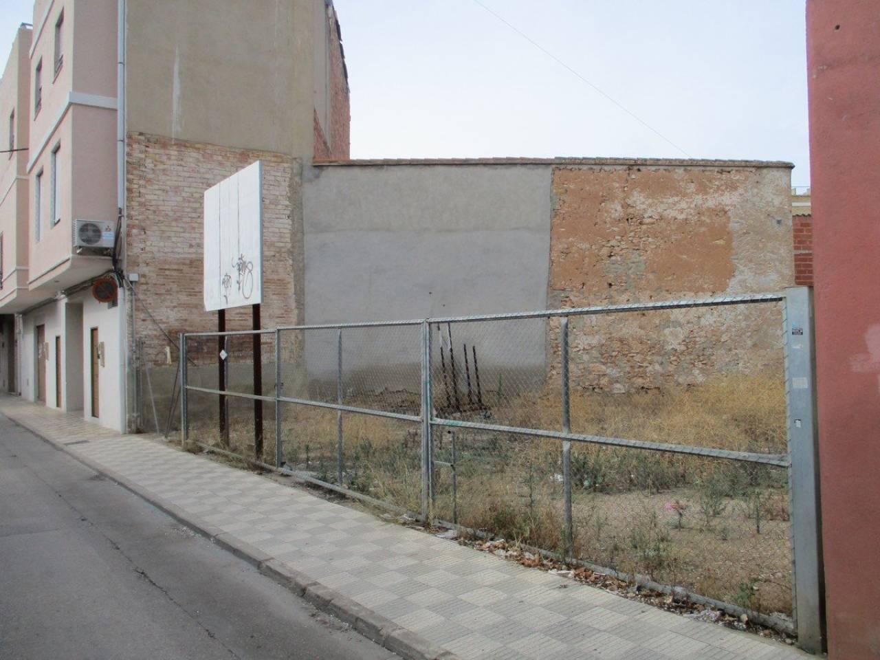 Solar urbano  Alcàsser. 98 m²,  449 m² solar, no cobramos honorarios banco.