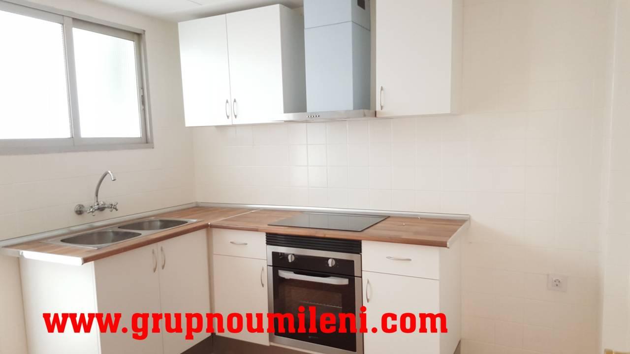 Alquiler Piso  Sin comisiones. Superf. 113 m²,  4 habitaciones (2 dobles,  2 individuales),  1