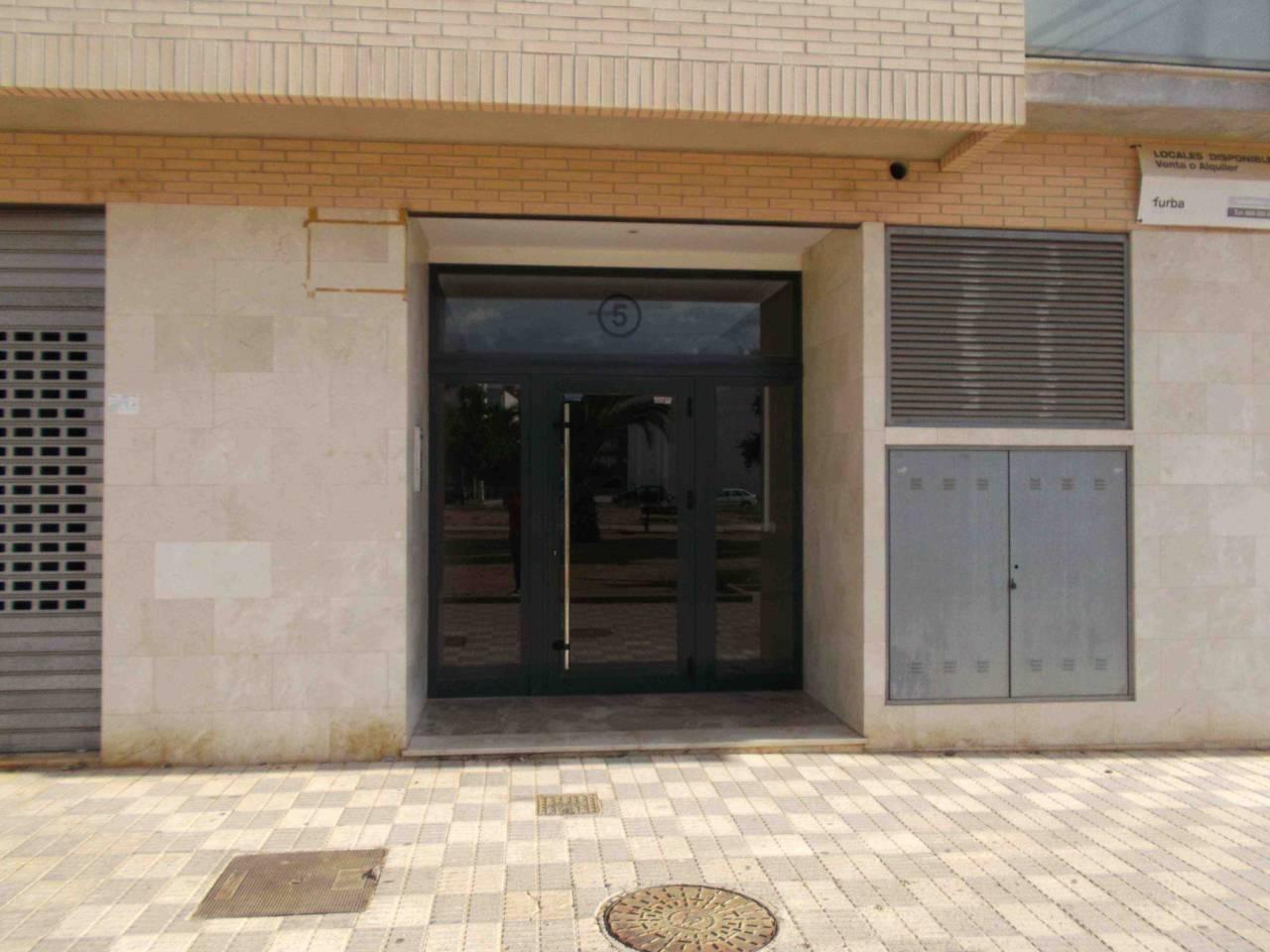 Local Comercial  Alcàsser. Superf. 95 m², 95 m² solar,  1 , tipo de negocio, exterior, esta