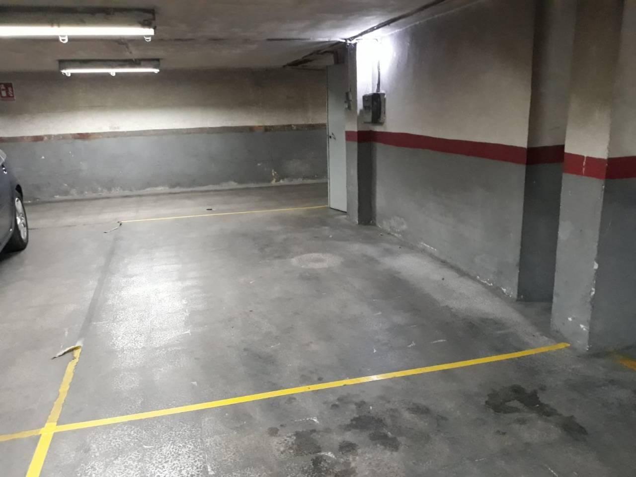 Aparcament cotxe  Carretera. Superf. 9 m², útil 9 m², 2 plazas, hay 2 plazas, cada una vale 6