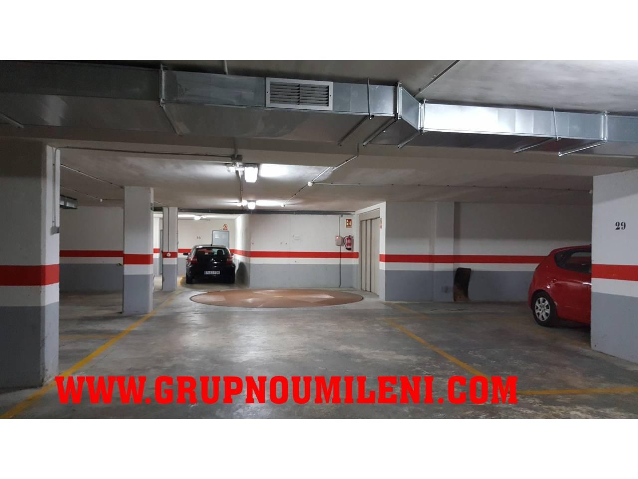 Aparcament cotxe  Calle francisco almarche. Superficie total 8 m², garaje superficie útil 6 m², ascensor (el