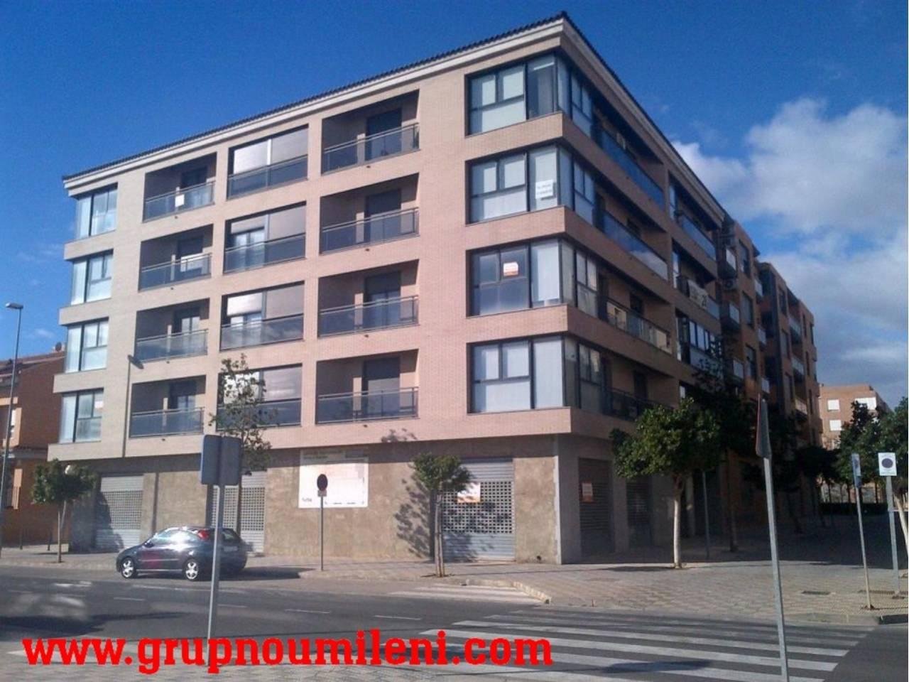 Lloguer Local Comercial  Calle diputacion. Superficie total 400 m², local comercial superficie solar 400 m²
