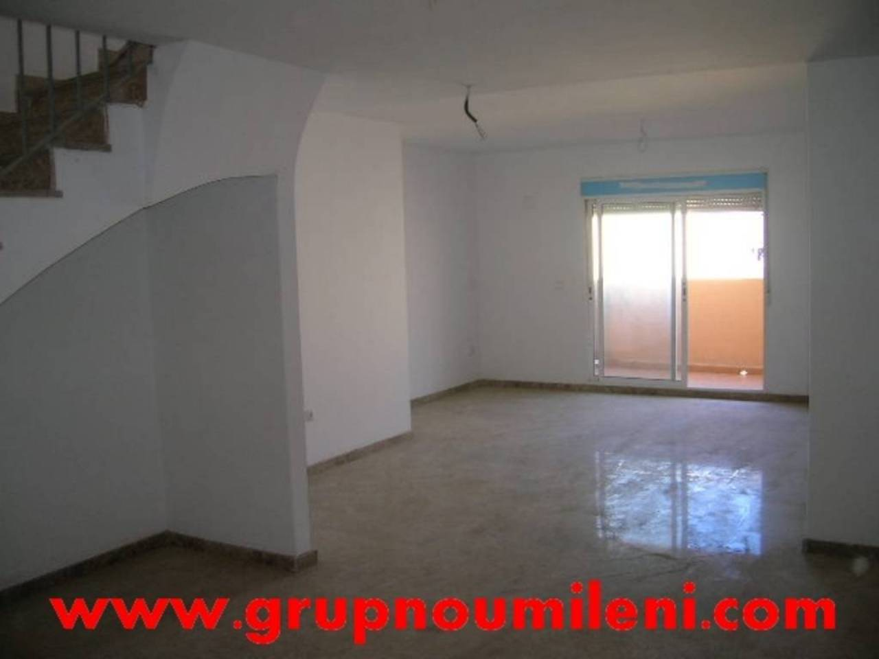Lloguer Pis  Florida. Superf. 140 m²,  3 habitaciones (2 dobles,  1 individual),  3 ba