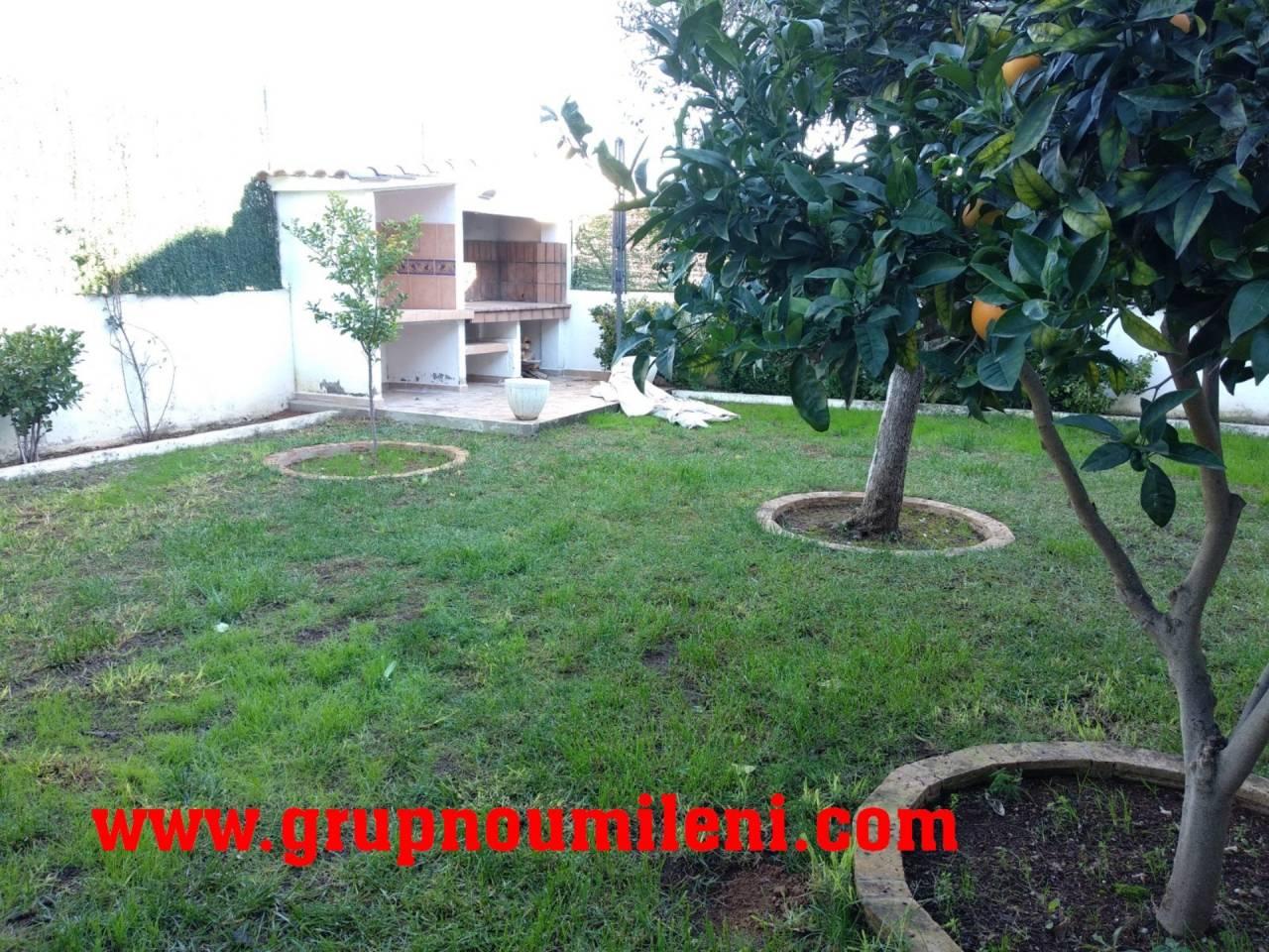 Lloguer Casa  Catarroja. Superf. 171 m², 275 m² solar,  4 habitaciones (2 dobles,  2 indi