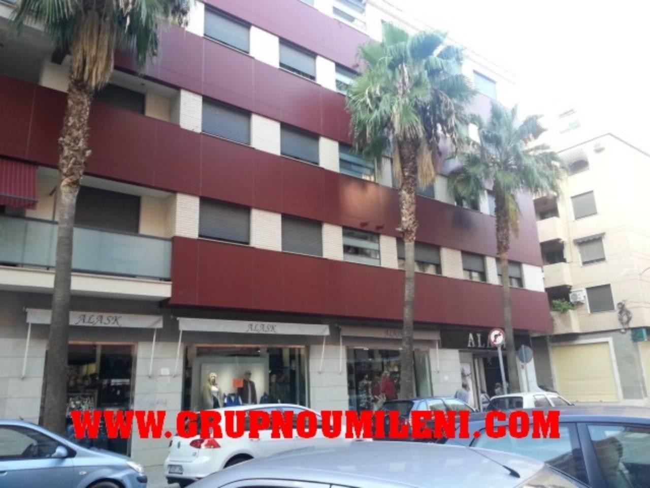 Lloguer Aparcament cotxe  Filiberto rodrigo. Superf. 10 m², 1 plazas, subterráneo, columnas laterales.