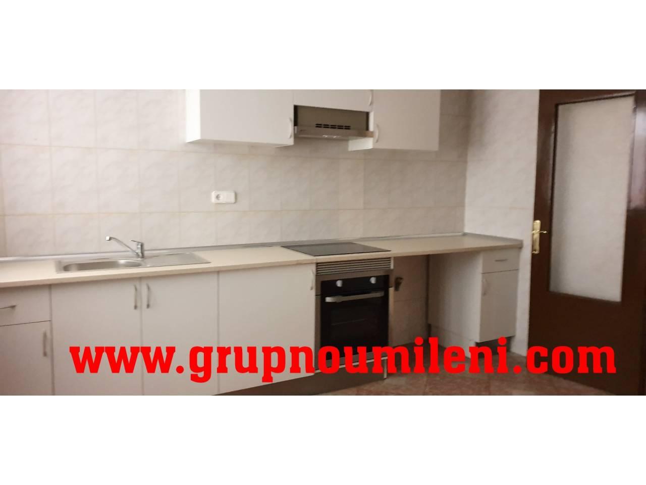 Alquiler Piso  Jutjats. Superf. 92 m²,  3 habitaciones (1 doble,  2 individuales),  1 ba