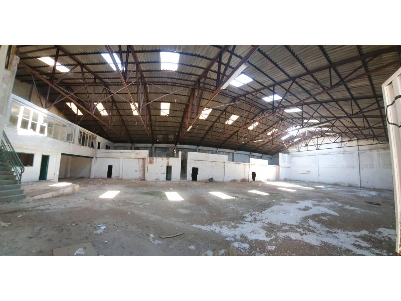 Fabrikhalle  Massanassa. Superficie total 1000 m², nave industrial superficie solar 1000