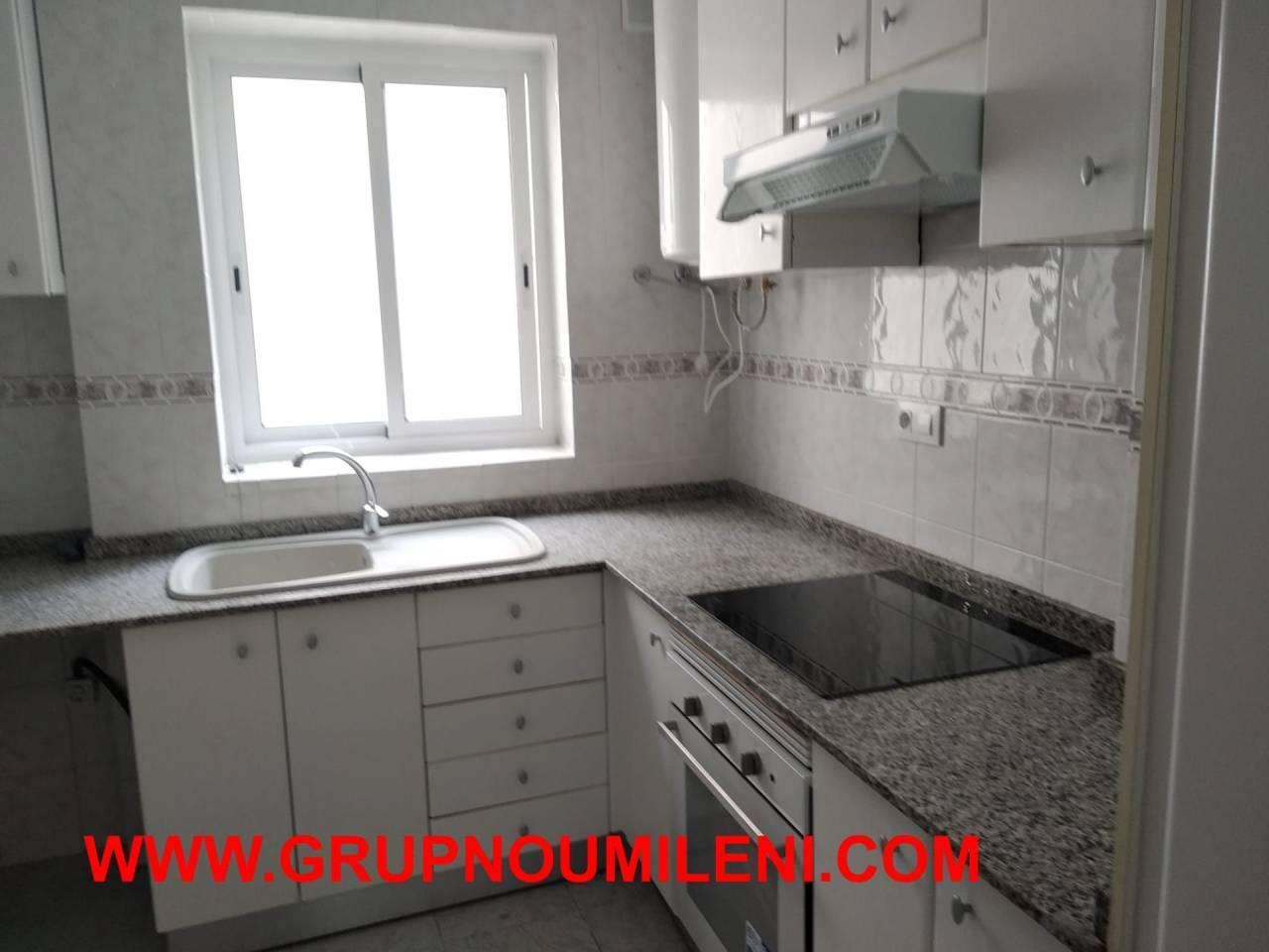 Rent Flat  Alfafar. 3º sin ascensor   superf. 54 m²,  3 habitaciones (1 doble,  2
