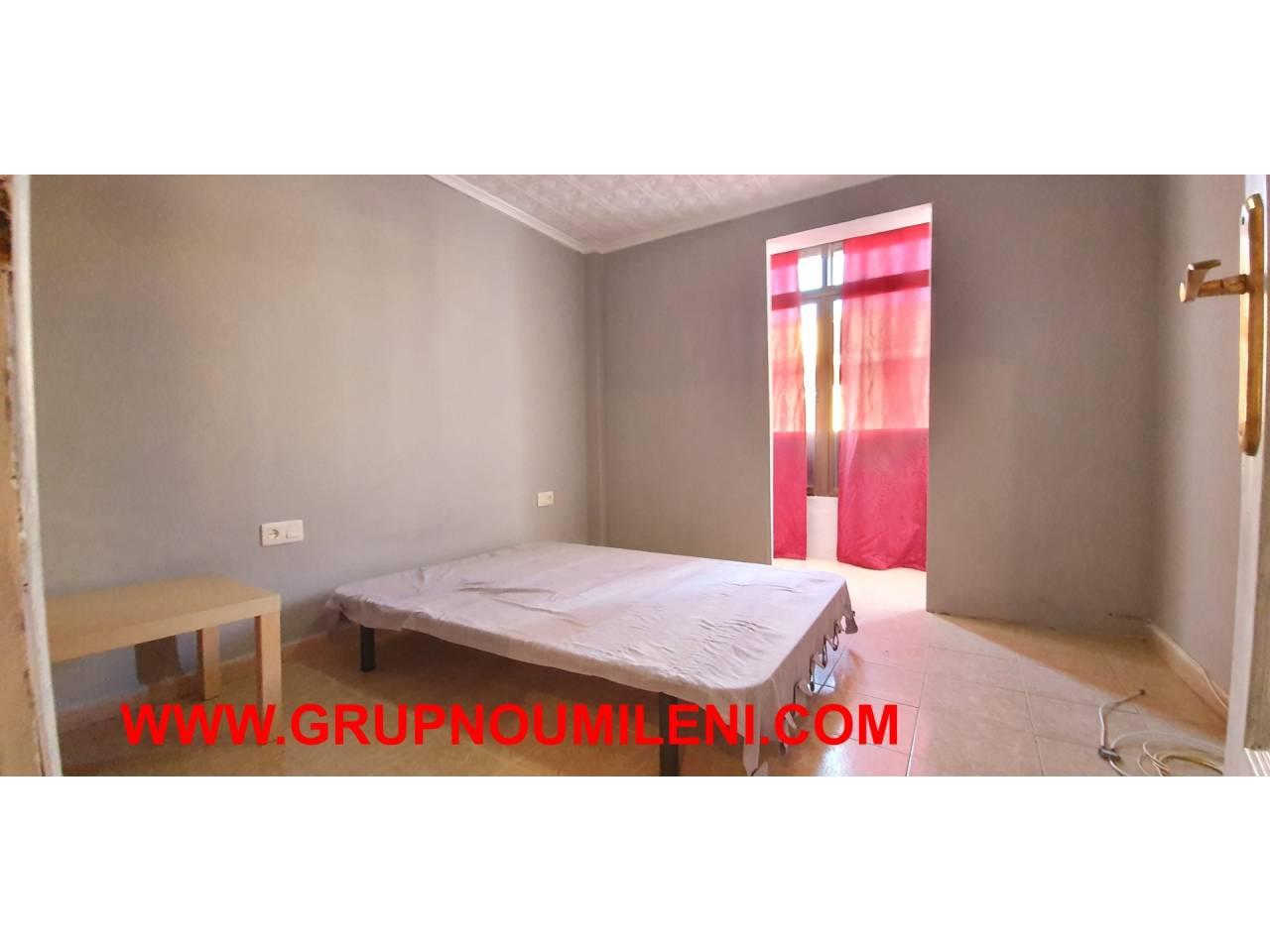Location Appartement  4º  sin ascensor. Altura piso 4º, piso superficie total 70 m², superficie útil 70
