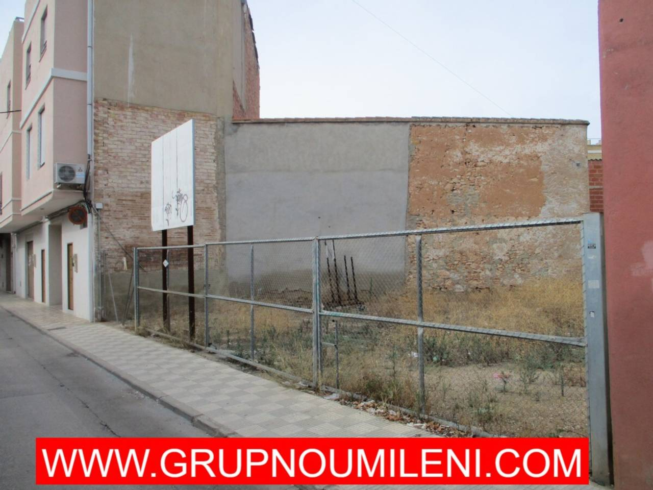 Solar urbano  Avenida papa joan xxiii. Sin comisiones   superficie total 448 m², solar superficie sol
