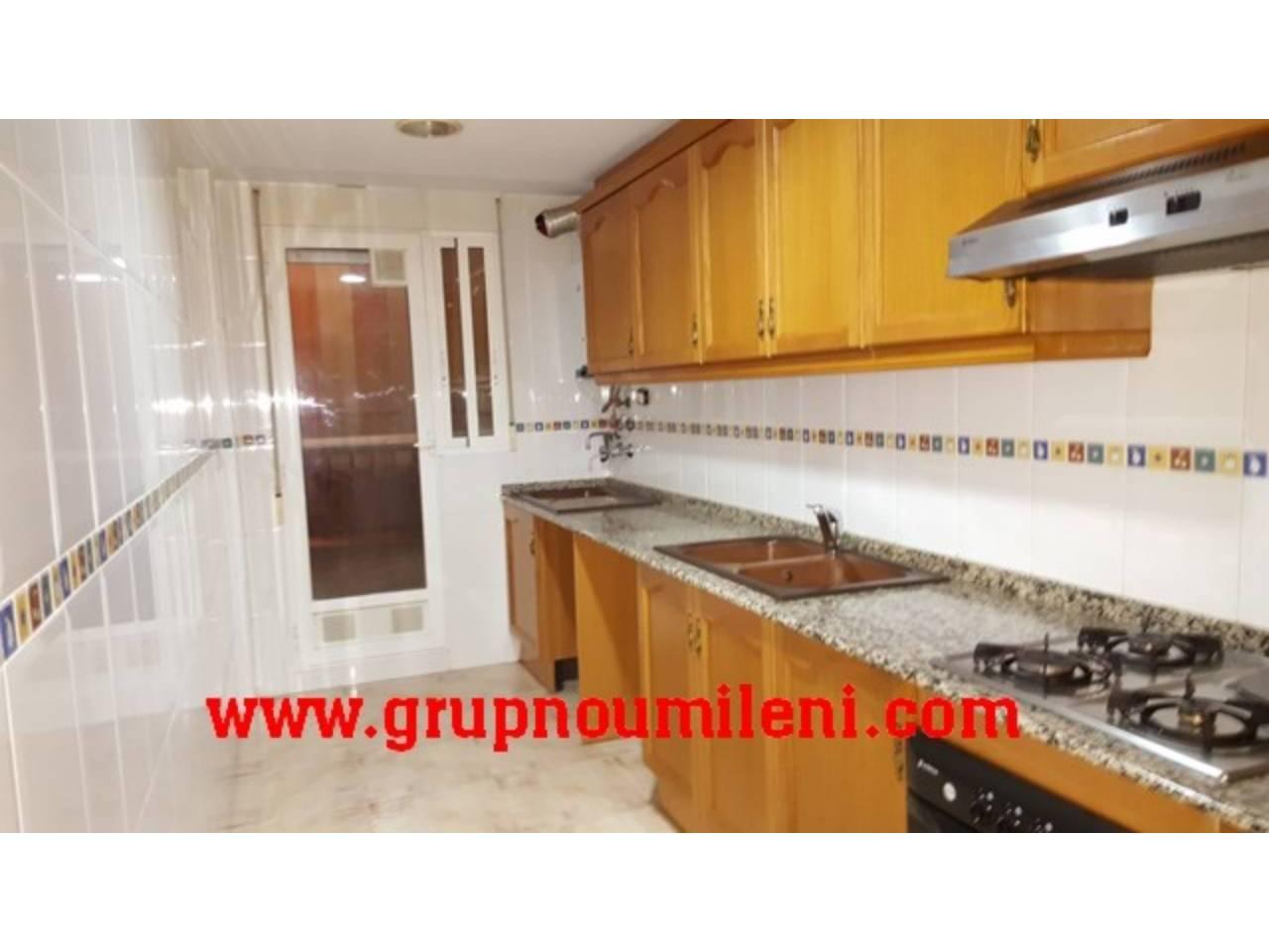 Location Appartement  Albal. Superf. 90 m²,  3 habitaciones (1 doble,  2 individuales),  2 ba