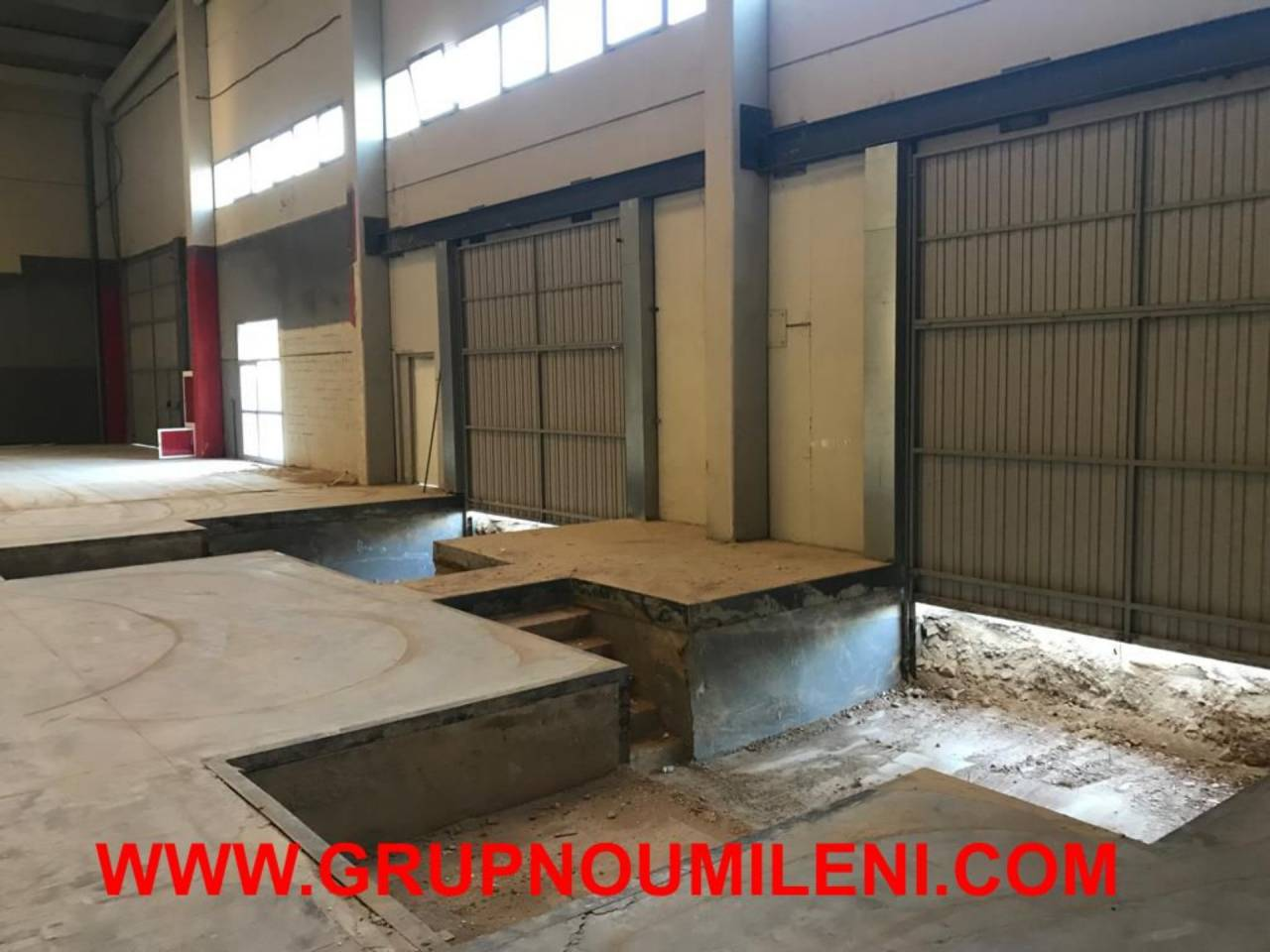 Location Bâtiment à usage industriel  Montserrat. Superficie total 2500 m², nave industrial superficie solar 2500