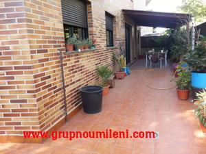 Casa adosada en Venta en Esquinero con la Comision Incluida / Picanya