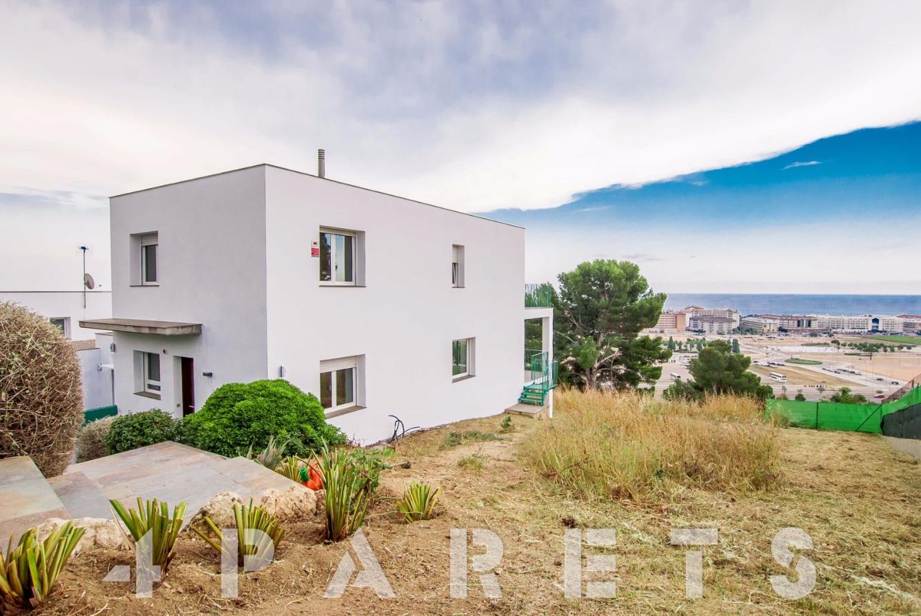 Rental House  Santa susanna. Chalet de 220m2 con vistas al mar en Santa Susanna