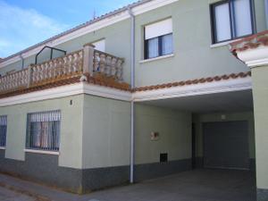 Casa adosada en Venta en Villoria / Villoria