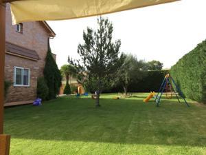 Casa adosada en Alquiler con opción a compra en Campo de Golf de Villamayor / Villamayor
