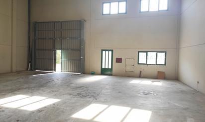Nave industrial de alquiler en Los Corrales de Buelna