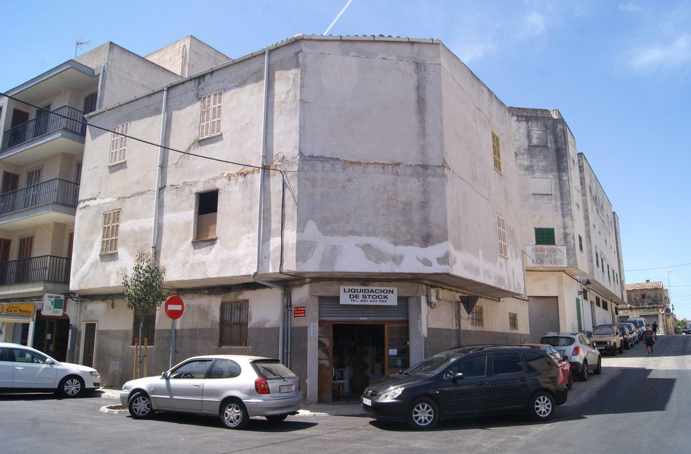 Building  Calle carrer de sa fàbrica, 18. Excelente edificio de 3 plantas en buen estado de conservación,