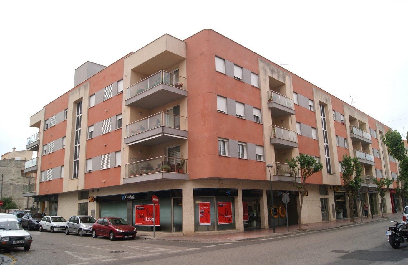 Autoparkplatz  Avenida avinguda de baix d'es cós. En la zona de la avenida baix d´es cos, junto al centro de la lo