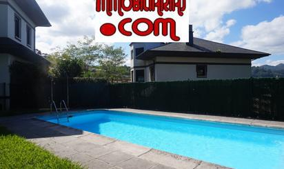 Chalets en venta con piscina en España