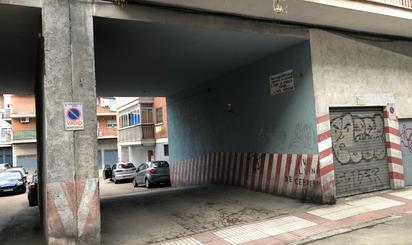 Trasters en venda amb zona de càrrega/descàrrega a España