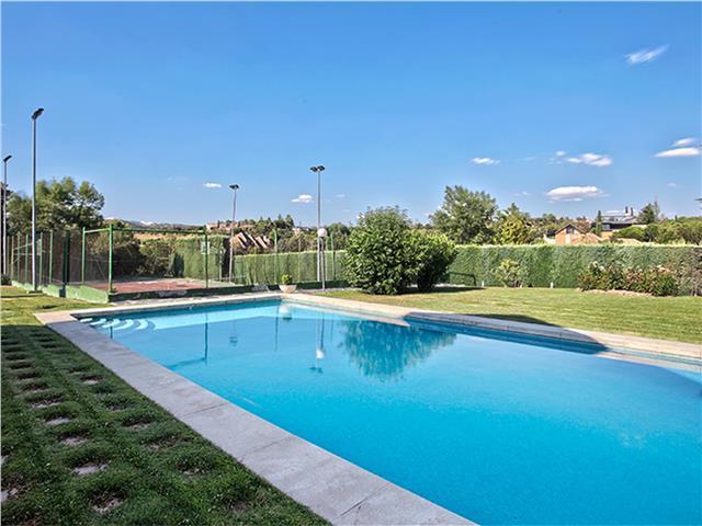 Casa en venta con 550 m2, 6 dormitorios  en Las Rozas de Madrid