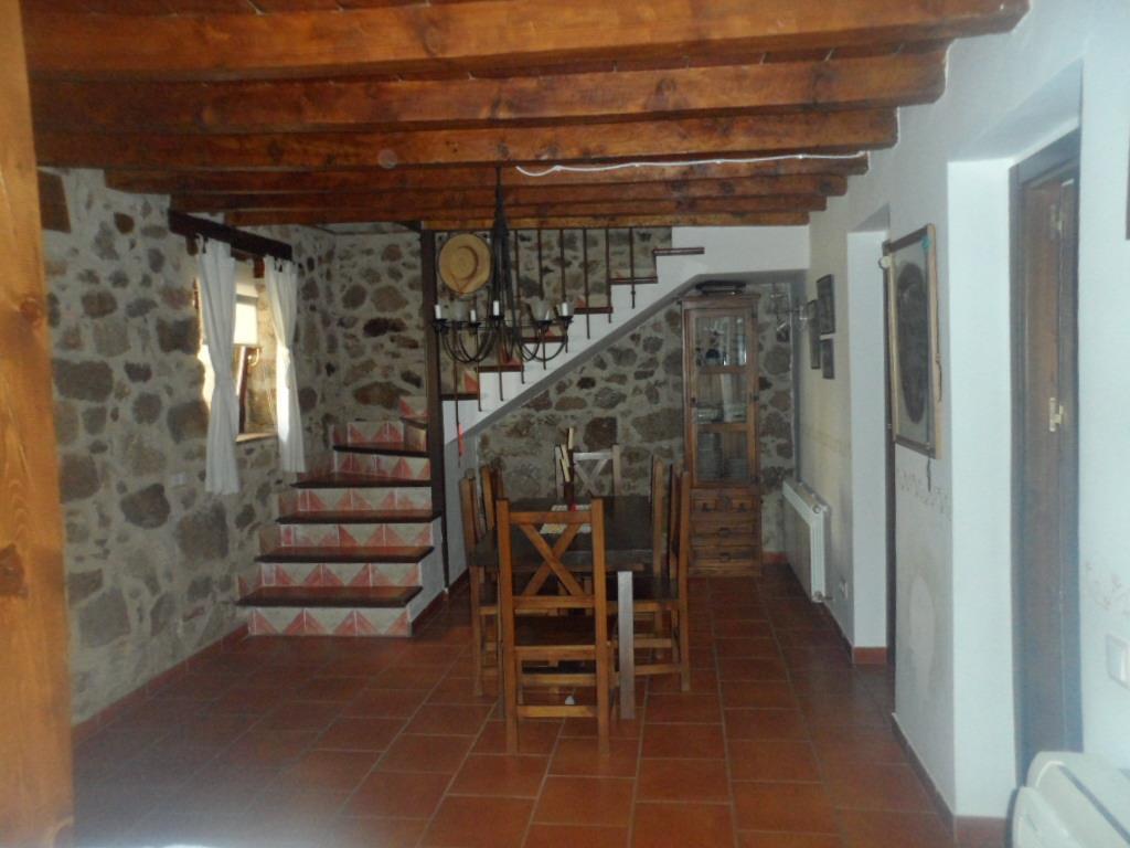 Casa en venta con 210 m2, 4 dormitorios  en Lanzahíta
