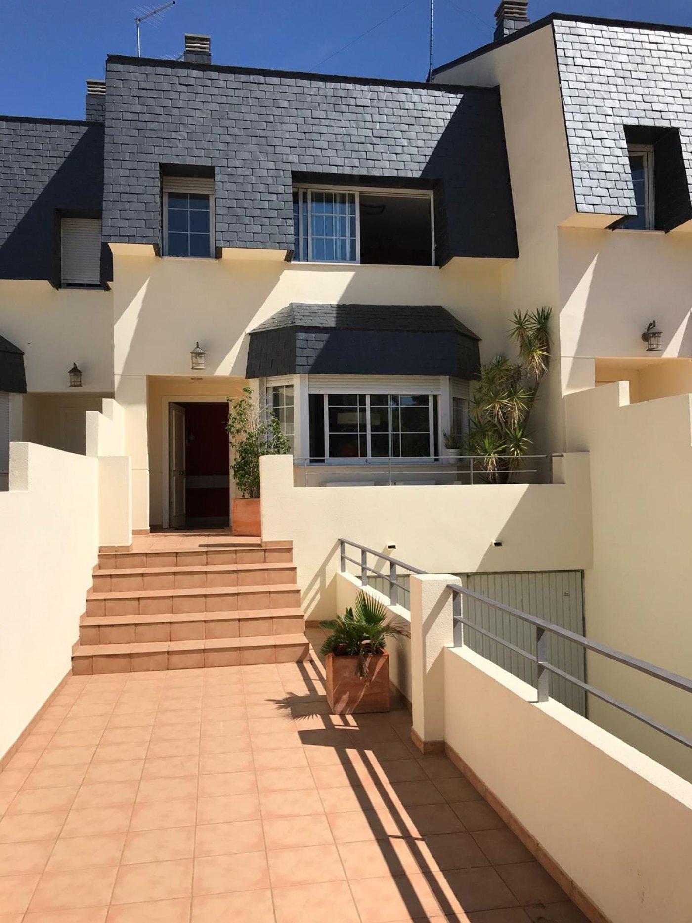 Location Maison  Rocafort ,rocafort. Chalet adosado en la zona residencial de rocafort