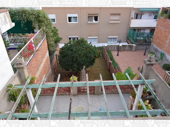 Chalet en badalona en artigues llefi en calle pintor for Casa jardin badalona