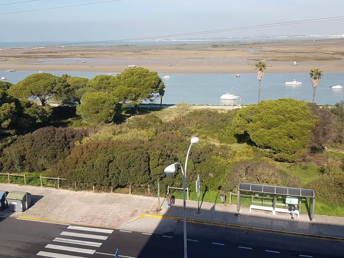 Foto 1 de Piso de alquiler en Avenida de la Bahía Puerto Real, Cádiz