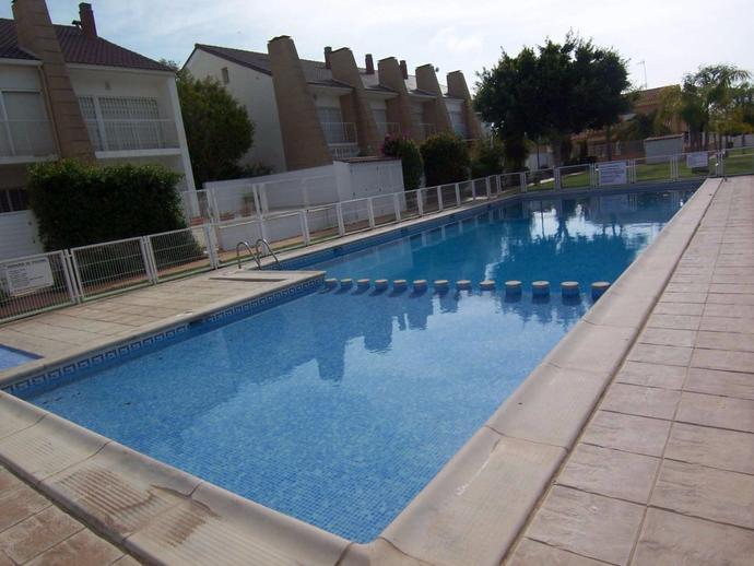 Casa adosada en sagunto sagunt en calle halc n 138758476 for Piscina sagunto