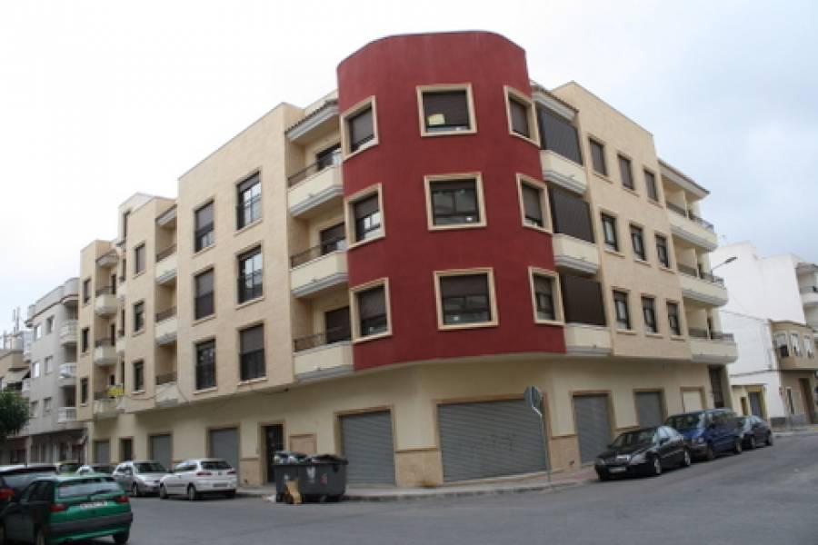 Piso  Almoradi ,calle mayor. Magnífico piso en almoradí. obra nueva a estrenar.