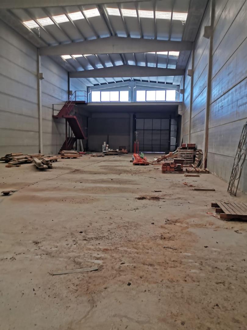 Nave industrial  Lleida capital - magraners - polígon del segre. Nave adosada en finca privada en el polígon dels frares