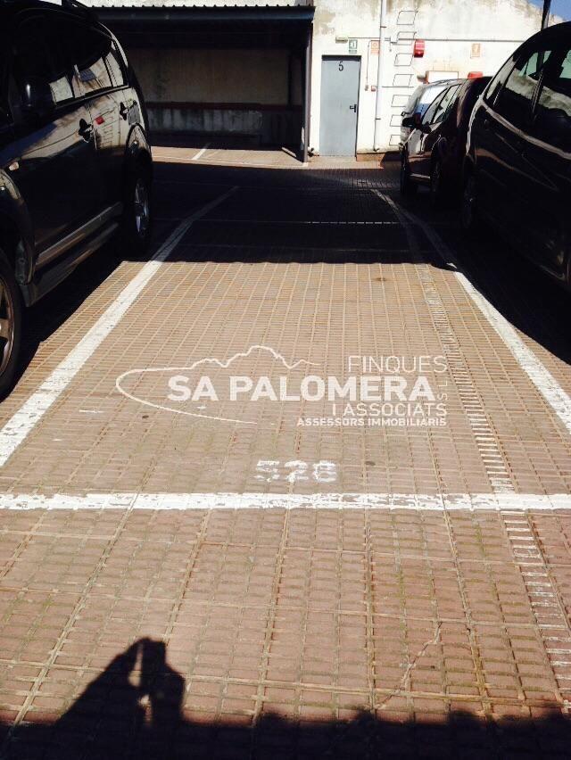 Aparcament cotxe  Centre. En el centro de blanes encontramos un parking para coche, parkin