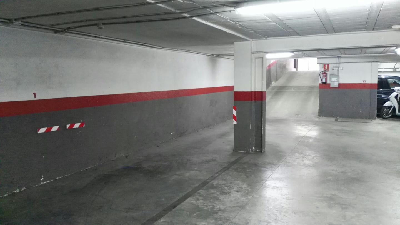 Aparcament cotxe  La plantera. Amplia plaza de parking de 15 metros y fácil acceso situada en l