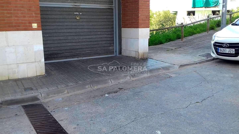 Aparcament cotxe  Montferrant. Este plaza de parking se encuentra en blanes, gerona, en la zona