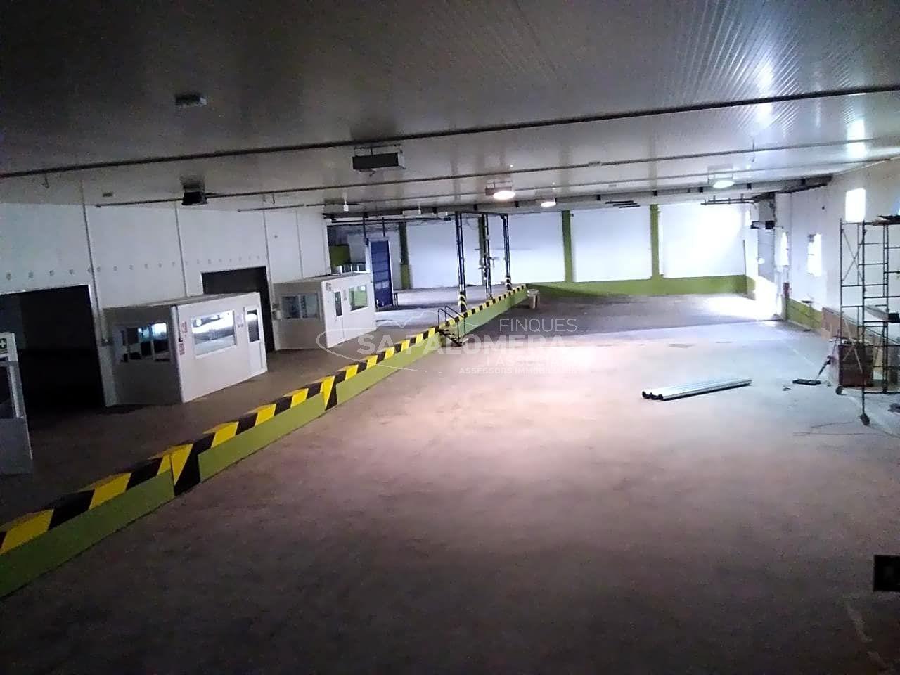 Rent Industrial building  Mas florit,. Este nave industrial se encuentra en blanes, gerona, en la zona