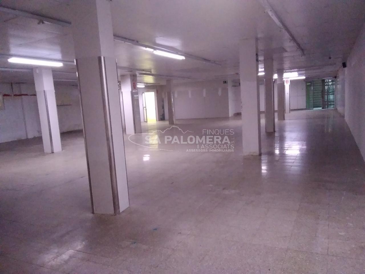 Local Comercial  Calle plaça cáceres. Local en la plantera de 665m. con múltiples posibilidades :  pa